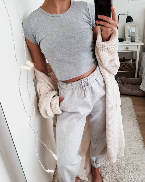 """Marianna Mäkelä on Instagram: """"My stay at home #ootd 💁🏻♀️ I've barely left the bed in five days, taking this picture has to be my biggest accomplishment. Can't wait for…"""""""