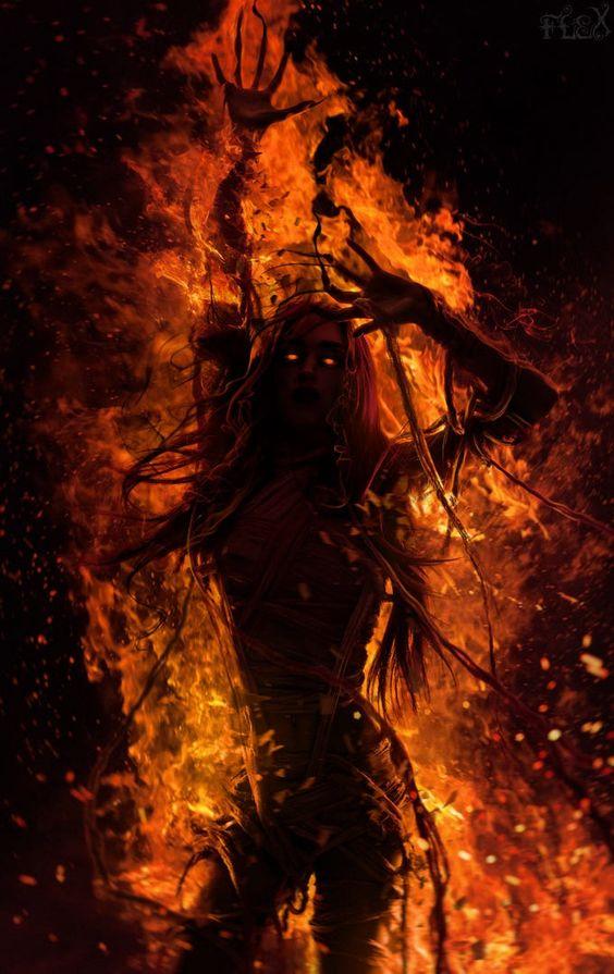 Ambre Drachvil, sorcière damnée. F0388b2ec03523f2e22a94e8bd63bf11