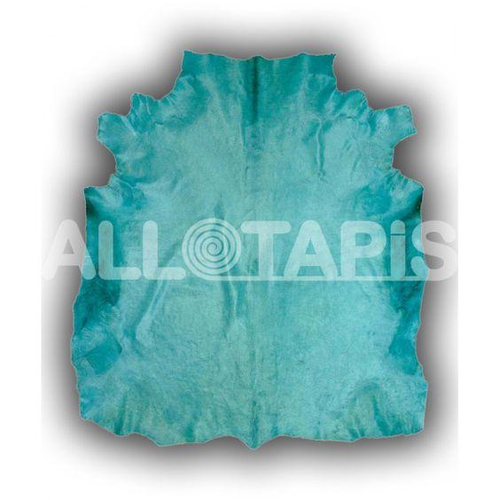 Le tapis Cuenca est un tapis bleu en peau de vache. Avec sa forme originale, ce tapis saura apporter à votre intérieur le design tant recherché et l'élégance désirée!