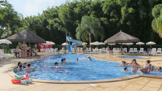 Kids Club Paradise Resort. A piscina das crianças temduas profundidades, sendo uma propícia para os bem pequenos e uma para os que tem mais de 5 anos. O bom mesmo é que a piscina é climatizada, o que ajuda bastante.
