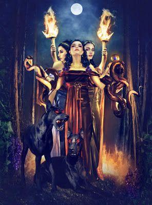 """deusa hécarte-a deusa dos caminhos, também chamada de Perséia,era filha dos titãs Astéria,a noite estrelada e Perses,o deus da luxúria e da destruição,mas foi criada por Perséfone,Hécate morava no Olimpo,mas despertou a ira de sua mãe quando roubou-lhe um pote de carmim.Ela fugiu para a terra e tornando-se impura foi levada às trevas para ser purificada.Vivendo no Hades,ela passou a presidir as cerimônias e rituais de purificação e expiação.Hécate em grego significa """"a distante""""."""