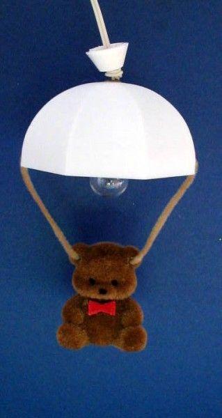 Hängelampe mit Teddybär für das Puppenhaus Kinderzimmer. Einfach niedlich!