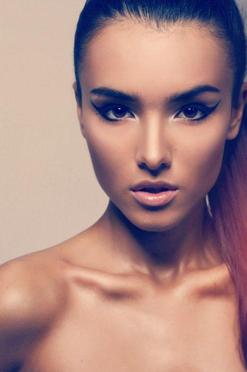 Makeup. those eyes...