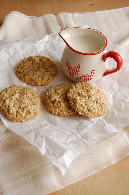 Cashew oatmeal cookies / Cookies de aveia e castanha de caju by Patricia Scarpin, via Flickr