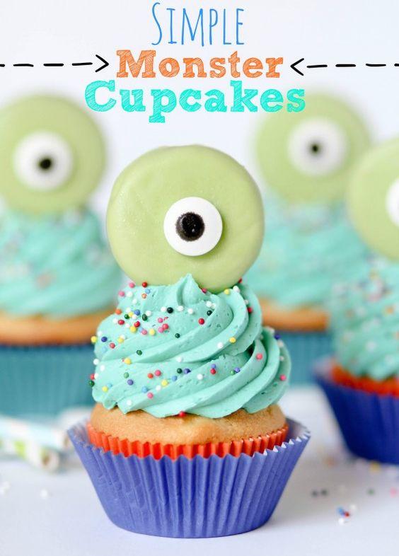 Unos cupcakes ideales para una fiesta monstruos! Con adorno de macaron, adorables... / Cupcakes with monster macarons, ideal for a monster party!