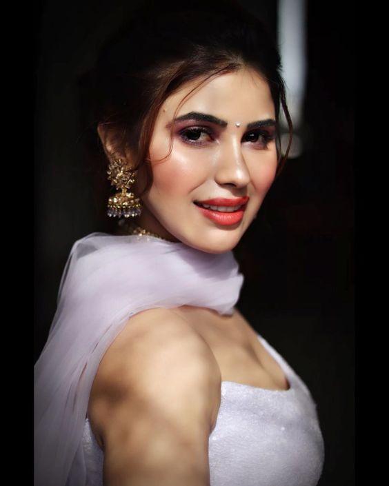 RANJANA GODARA - Instagram Celebrity Pictures and Videos