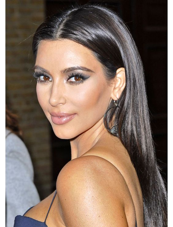 La raie centrale de Kim Kardashian / The center part as seen on Kim Kardashian