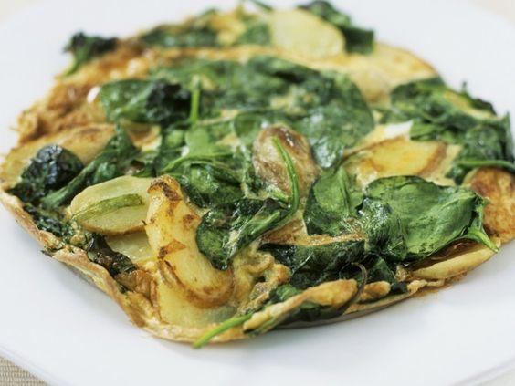 Kommt uns garnicht spanisch vor: Kartoffeltortilla mit Spinat | http://eatsmarter.de/rezepte/kartoffeltortilla-mit-spinat