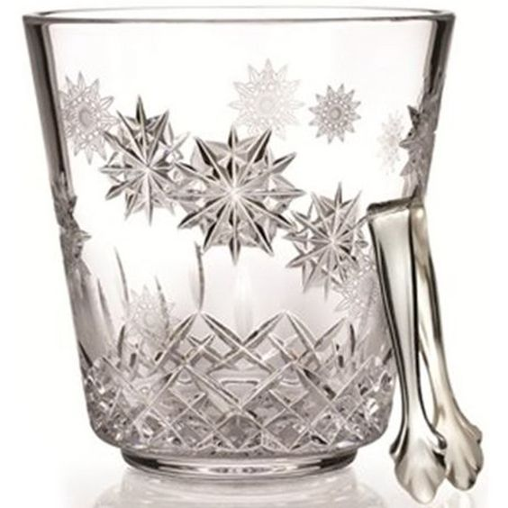 This Lismore Snowflake ice bucket with tongs is rendered in astonishingly radiant fine crystal and comes complete with a distinctive silver gift box with white satin lining.