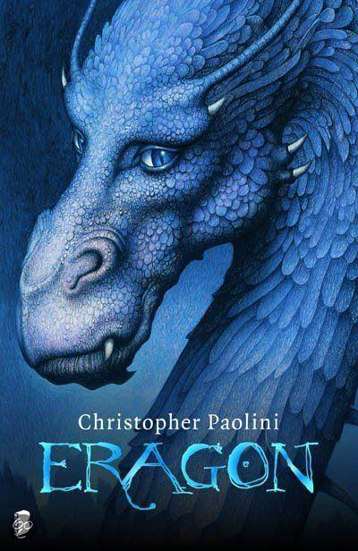 Het leven van de jonge boerenzoon Eragon verandert van de ene dag op de andere als hij op een jacht in de wouden van de onherbergzame Rug een raadselachtige blauwe steen vindt. Aanvankelijk is Eragon blij met de vondst, maar tot zijn grote teleurstelling wil geen van de handelaren die jaarlijks door de Vallei van Palencar trekken de steen van hem kopen. Dan geeft de steen zijn geheim prijs en is Eragon getuige van de geboorte van een drakenjong.
