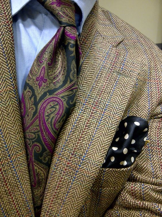 Love the colours.....the tie is perfection with the jacket colours.: