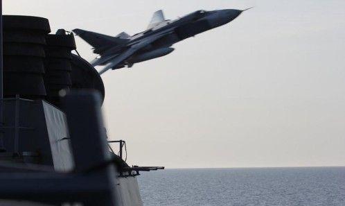 Tensión por un «ataque simulado» de aviones rusos a un destructor de EE UU