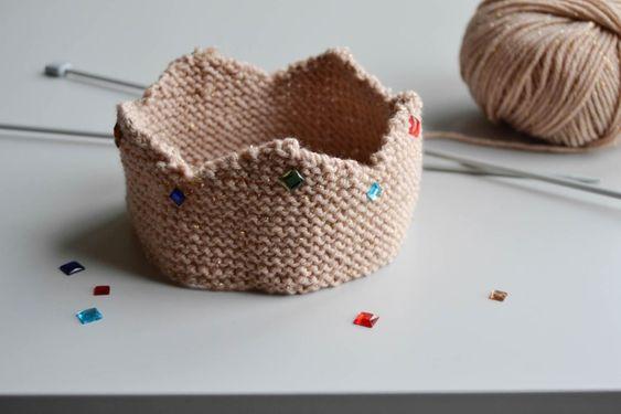 Réaliser une couronne en tricot - Maman à tout faire #tricot #knitting