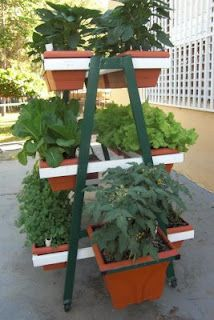 Vertical gardens space saving and how to make on pinterest for Huerto vertical casero
