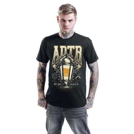 "Classica T-Shirt uomo nera ""Lamp"" degli #ADayToRemember."