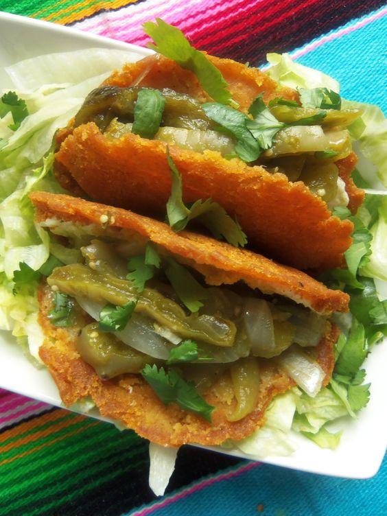Bereiten Sie einige hausgemachte Maistortillas, in Scheiben geschnittene queso panela einen quesadilla oder Taco zu machen, fügen noplalitos!