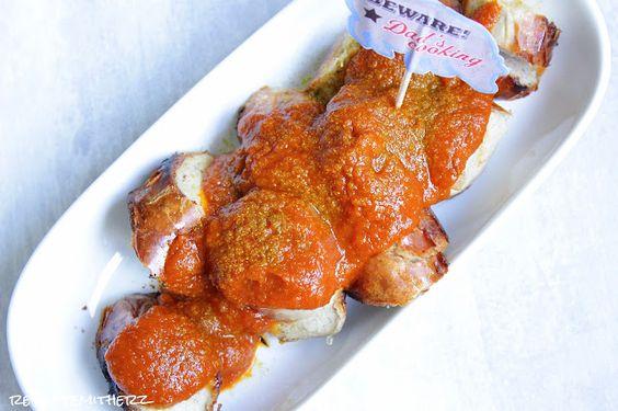 Das große Geheimnis einer Currywurst ist natürlich die Soße.   Hier haben wir unsere Version für Euch.   So schmeckt sie uns am besten.  ...