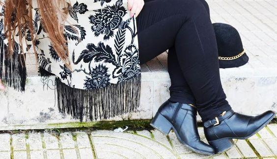 Look kimono y pantalones negros, la combinación de moda
