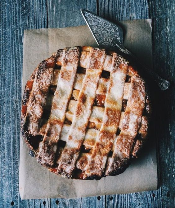 This caramel apple pie by @rusticjoyfulfood is exactly the kind that we hope there will be leftovers of (nothing beats a cold slice for breakfast). Were celebrating pie and spice season so show us (and @simplyorganicfoods) your best pies by tagging them #f52grams and #OrganicMoments and we'll regram our favorites. by food52