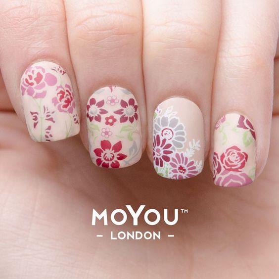 flower power nail art mani 1