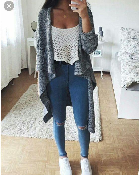 Look espojado com calça jeans cintura alta