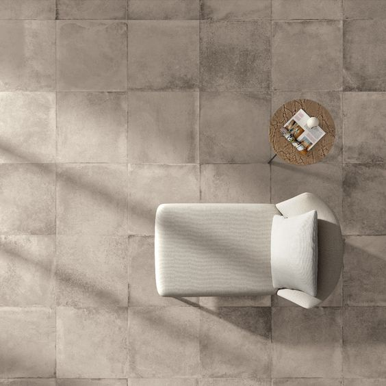 Il piacere di uno spazio che si racconta nei dettagli. #abkemozioni UNIKA #floor Ecru Antique rett 60x60 cm. #ceramic #tiles #gres #porcellanato #design #homedesign #living