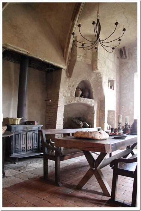 Gorgeous exposed brick walls, vaulted ceilings, huge fireplace, wood flooring & simple furniture. :D