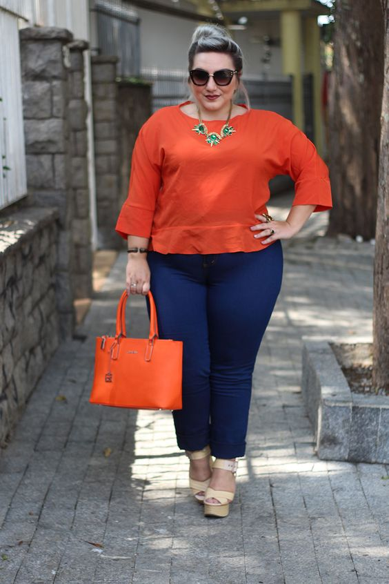 Look plus size com jeans e blusa de manga 3/4 da Tresur. Fina