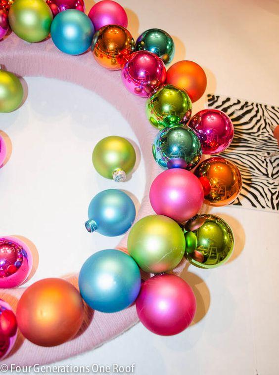 how to make a christmas bulb wreath