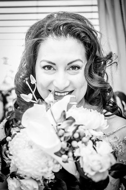 wedding photography, wedding inspiration, posing inspiration, golden hour, orange county wedding photographer, romantic photo, wedding bouquet, bride with bouquet