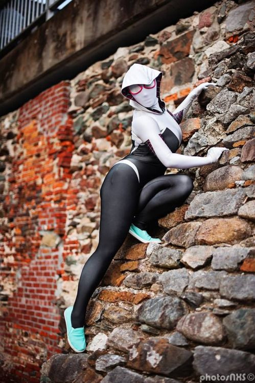 Luri Nahl's Cosplay(USA) as Spider-Gwen.Photos by:  Photosnxs