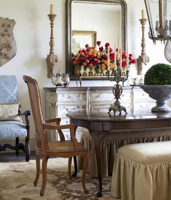 73+ Awesome Vintage French Country Dining Room Design Ideas #diningroomideas #diningroomdecorating #diningroomdesign