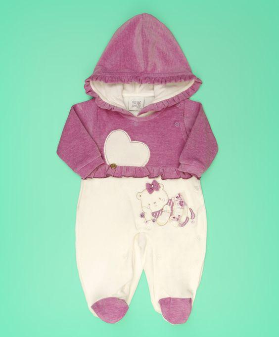 Macacão baby em plush off white e roxo