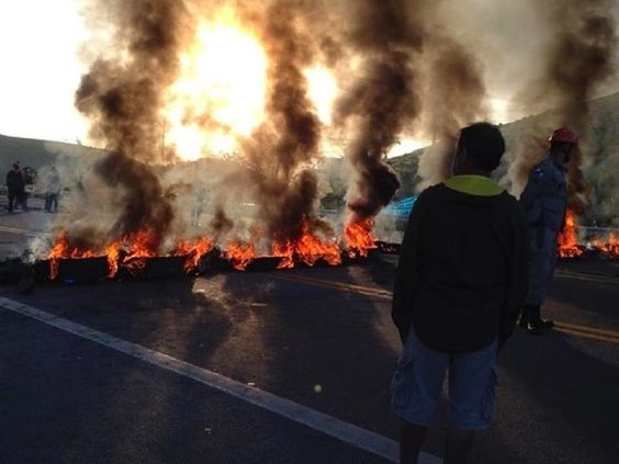 JORNAL O RESUMO - MANIFESTAÇÃO JORNAL O RESUMO: Manifestantes colocam terror na BR-101