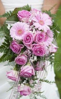 Wasserfall aus rosa Margeriten und Rosen / bridal bouquet