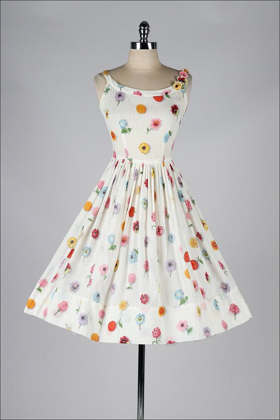 vintage 1950s dress . white floral print . by millstreetvintage: