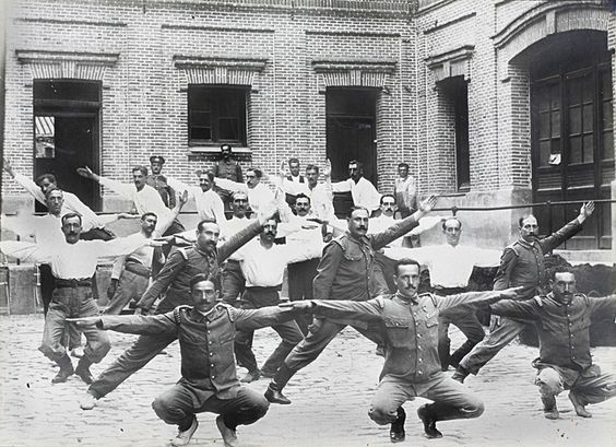 1920 bomberos haciendo gimnasia sueca en el parque de for Oficina de madrid santa engracia
