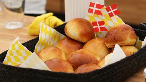 Tebolle med syltede abrikoser En nyfortolkning af den klassiske tebolle, hvor abrikoserne giver et nyt og friskt pust