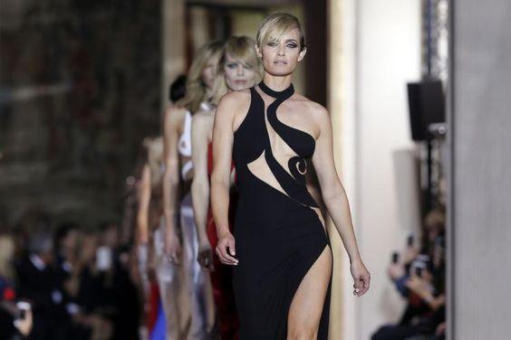 Die Highlights der Versace-Haute-Couture-Show bei der Fashion Week in Paris (Bild: Reuters)