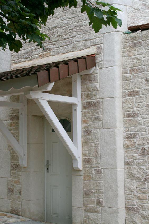 Lu0027enduit à la chaux naturelle Decopierre® habille la façade de cette - isolation mur parpaing interieur