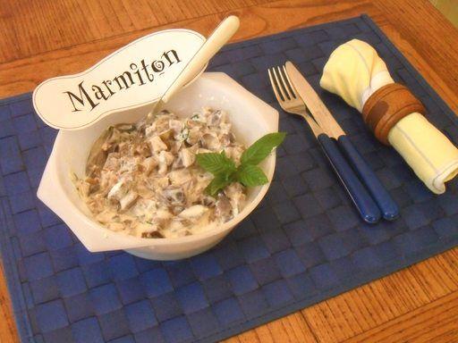SALADE D'AUBERGINES 4aubergines en dés cuites 1échalote menthe ciselée 1yaourt nature le jus d'un citron huile d'olive sel, poivre  Couper les aubergines en dés et les faire cuire à la vapeur.   Une fois cuites et refroidies, mélanger aux aubergines le reste des ingrédients.   Servir très frais, et régalez-vous !