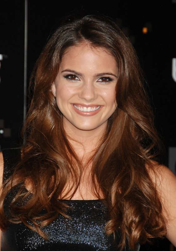 Shelley Hennig: