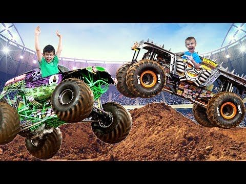 Monster Jam Model Kits Grave Digger And Max D Monster Truck Youtube Monster Trucks Monster Truck Show Truck Videos For Kids