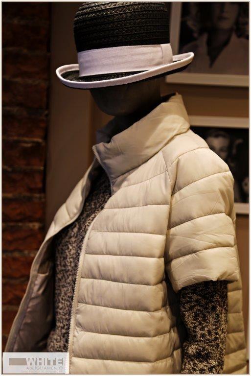 Collezione primavera/estate 2015 di White. Cappa light a mezze maniche con collo ad anello, chiusura a cerniera. Capello tipo panama con fascia bianca. https://www.facebook.com/whitearzignano #White #ss15 #womanswear #modadonna #italianstyle