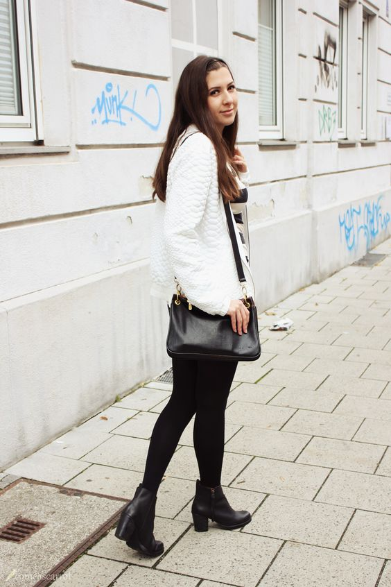 We love our bomber jacket on Charlotte from comeascarrot.de!
