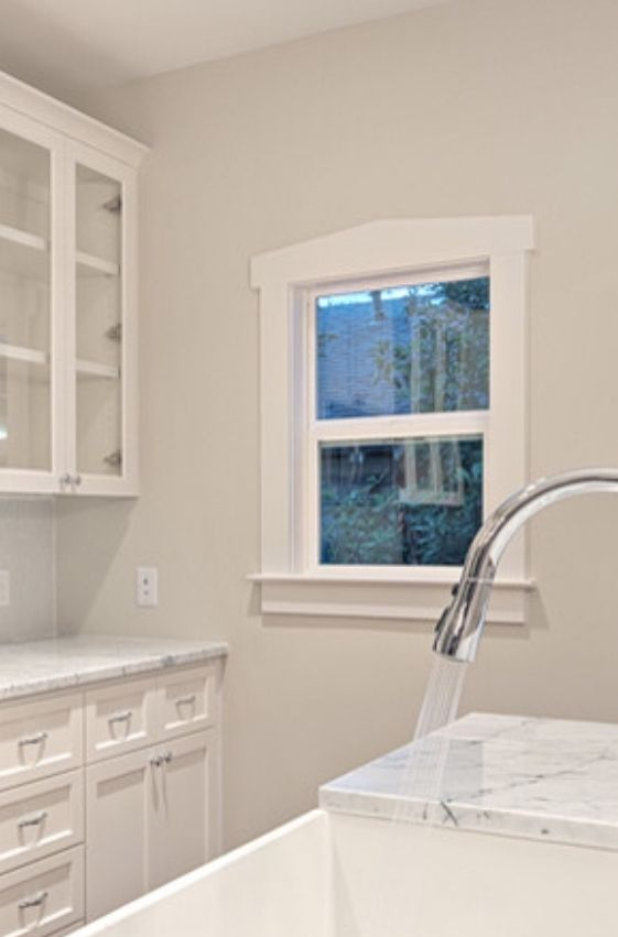 Edgecomb Grey With Carrera Marble Grey Kitchen Walls Gray And White Kitchen Traditional Kitchen Paint