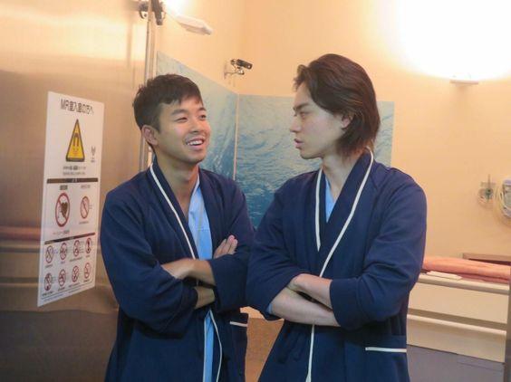 菅田将暉とお話中の太賀のかっこいい画像