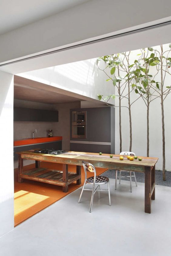light well/courtyard in the kitchen