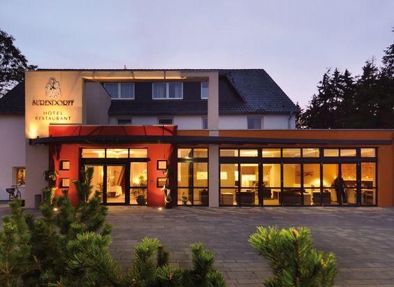 Das familiengeführte AKZENT Hotel Surendorff liegt am nördlichen Ortsausgang von Bramsche, am Rande des waldreichen Gehn.