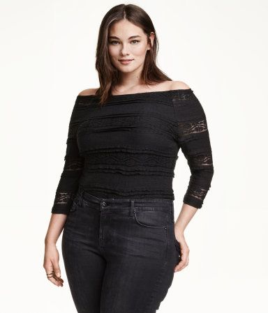 Fitted off-the-shoulder top in lace with 3/4-length sleeves, silicone trim inside upper edge, and jersey lining.